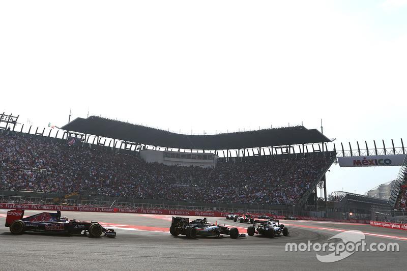 Sergio Perez, Sahara Force India e Carlos Sainz, Scuderia Toro Rosso