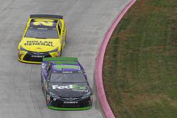Jamie McMurray, Chip Ganassi Racing Chevrolet1 and Matt Kenseth, Joe Gibbs Racing Toyota