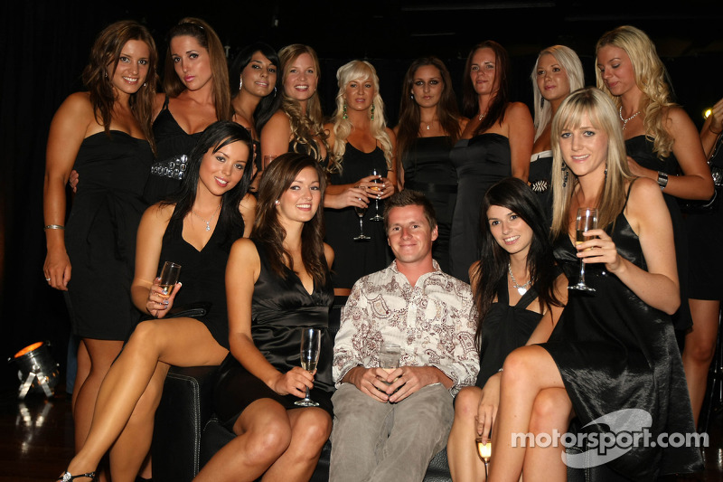 Jonny Reid, Driver Of A1 Team New Zealand With The Grid Girls At Taupo-9950
