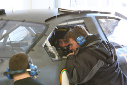 Bobby Labonte and crew member going over last run