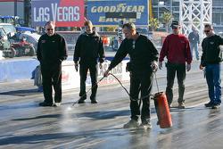 Bob Glidden applies traction compound to left lane