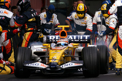 Nelson A. Piquet, Renault F1 Team, R28 during pitstop