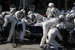 Pit stop for Nick Heidfeld, BMW Sauber F1 Team