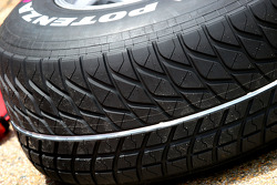 White line on Bridgestone extreme wet tyre to show the difference between Extreme wet and normal wet tyres