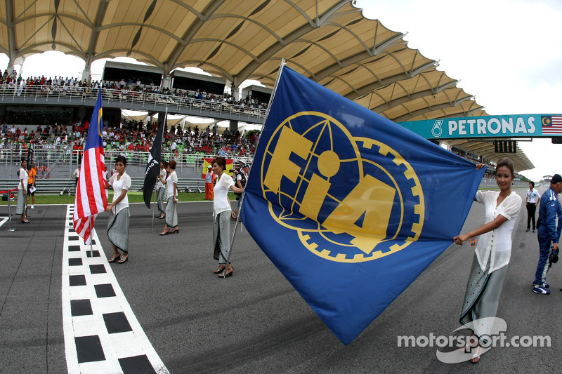 Grid girl with the FIA Flag