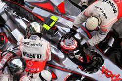 Heikki Kovalainen, McLaren Mercedes during pitstop