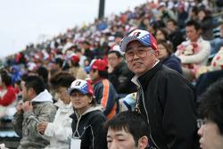 Les fans suivent les activités d'avant-course au Twin Ring Motegi