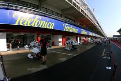 Super Aguri F1 Team garage