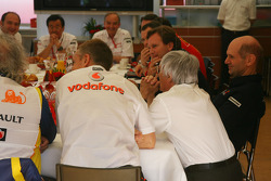 Teams meeting, Bernie Ecclestone, Adrian Newey, Red Bull Racing, Technical Operations Director, Flavio Briatore, Renault F1 Team, Team Chief, Managing Director