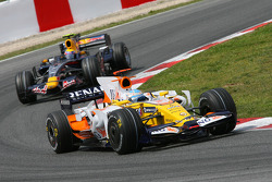 Fernando Alonso, Renault F1 Team, R28 and Mark Webber, Red Bull Racing, RB4