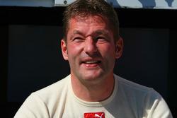 Autograph session: Jos Verstappen