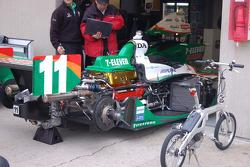 Tony Kanaan's car being warmed up