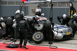 Arrêt au stand pour Bruno Spengler, Team HWA AMG Mercedes, AMG Mercedes C-Klasse