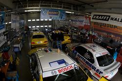 A crowdy garage area