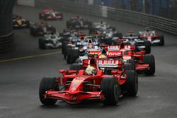 Start, Felipe Massa, Scuderia Ferrari, F2008 leads Lewis Hamilton, McLaren Mercedes, MP4-23