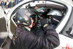 Pit stop for #272 BMW 120d: Jacob Tackman, Jan Kalmar, Stewart Stgernholm
