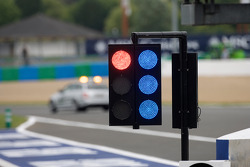 Blue lights while the safety car practices on track
