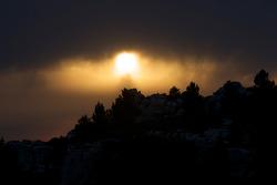 Visit of Les Baux de Provence: a mysterious sunset