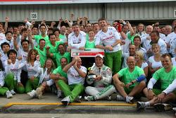 Рубенс Баррікелло святкує третє місце разом із командою Honda Racing F1