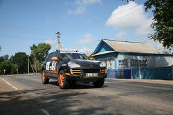 #12 Team Middle East Porsche Cayenne S Transsyberia: Said Rashid Al Hajri and Tim Trenker