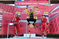 Подиум кубка Shell: первое место и чемпион мира кубка Shell #181 Ineco - MP Racing Ferrari 4548: Эрих Принот, второе место - #177 Kessel Racing Ferrari 458: Фонс Шелтема, третье место - #112 Kessel Racing Ferrari: Рич Ловат