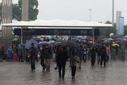 阴雨中的上海6小时赛依旧迎来可观观众