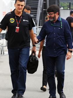 Federico Gastaldi, director del equipo Lotus F1 Team adjunto con Luis García Abad, el administrador de pilotos