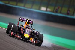 Daniil Kvyat, Red Bull Racing RB11 bloquea los frenos