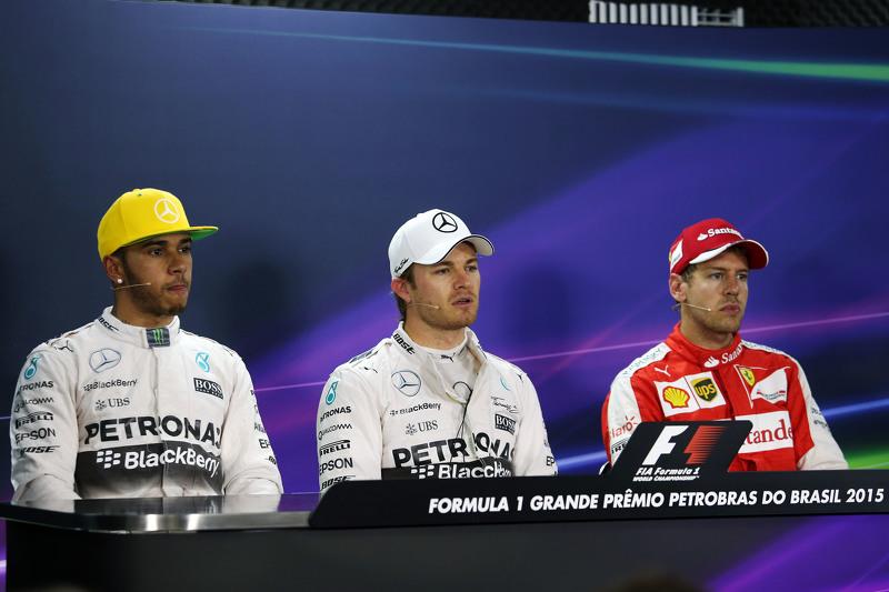 Lewis Hamilton, Nico Rosberg e Sebastian Vettel participam da coletiva de imprensa após o treino de classificação