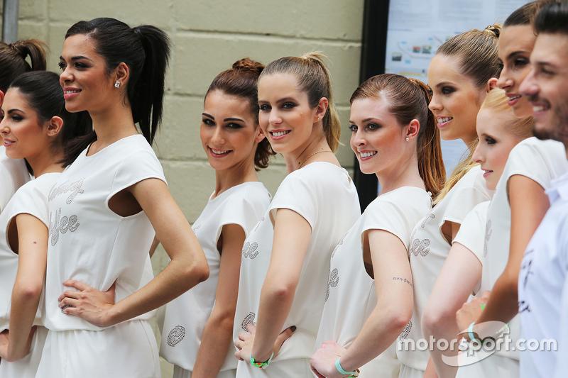 Chicas de la parrilla en el desfile de pilotos GP de Brasil