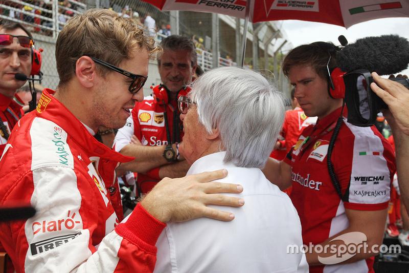 Sebastian Vettel, Ferrari, mit Bernie Ecclestone, in der Startaufstellung
