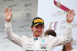 Podio: ganador de la carrera Nico Rosberg, Mercedes AMG F1 Team