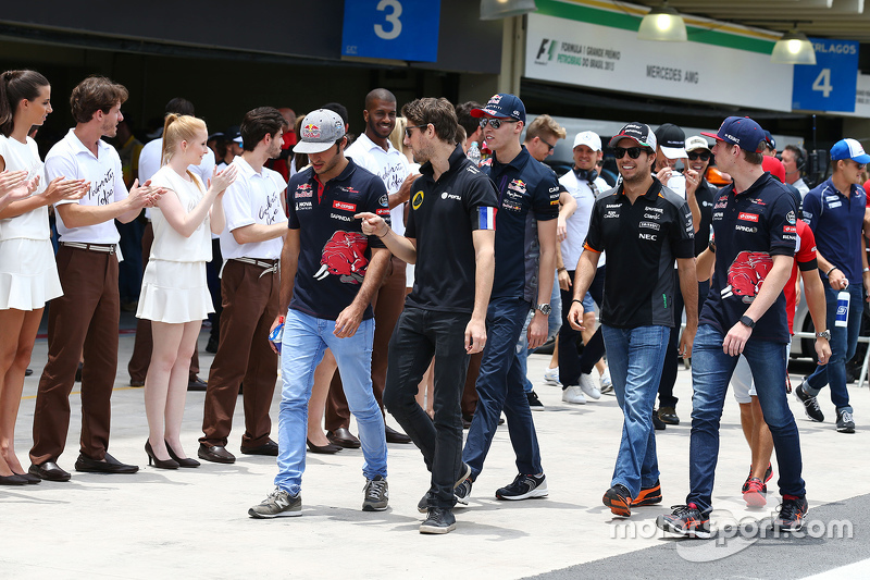 Romain Grosjean, Lotus F1 Team with Carlos Sainz Jr., Scuderia Toro Rosso on the drivers parade
