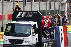 Lewis Hamilton, Mercedes AMG F1 alla parata dei piloit