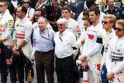 Жан Тодт, президент FIA и Берни Экклстоун во время минуты молчания на стартовой решетке во время мин
