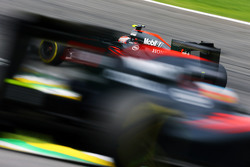 Jenson Button, McLaren MP4-30 voor teamgenoot Fernando Alonso, McLaren MP4-30