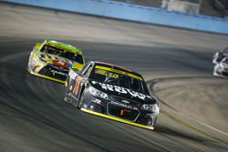 Martin Truex Jr., Furniture Row Aracing Chevrolet y Kyle Busch, Joe Gibbs Racing Toyota
