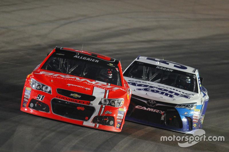 Justin Allgaier, Hscott Motorsports Chevrolet; David Ragan, Michael Waltrip Racing Toyota