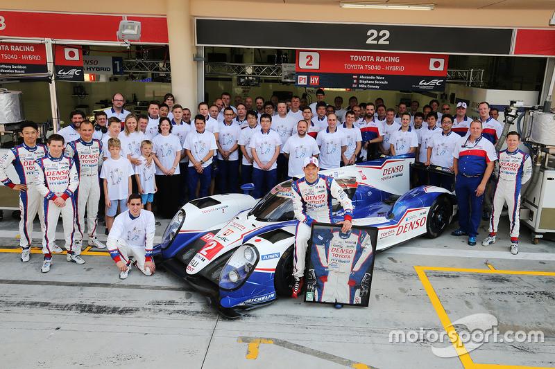 Alexander Wurz, Toyota Racing, und das Team feiern Wurz' Karriere