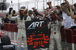 Carrera 1: ganador Stoffel Vandoorne, y el segundo lugar Nobuharu Matsushita, ART Grand Prix con su