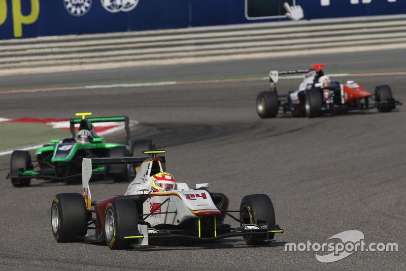 Алекс Палоу, Campos Racing едет впереди Алекса Фонтана, Status Grand Prix