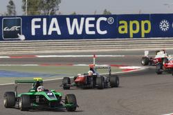 Алекс Фонтана, Status Grand Prix едет впереди Микеле Беретта, Trident
