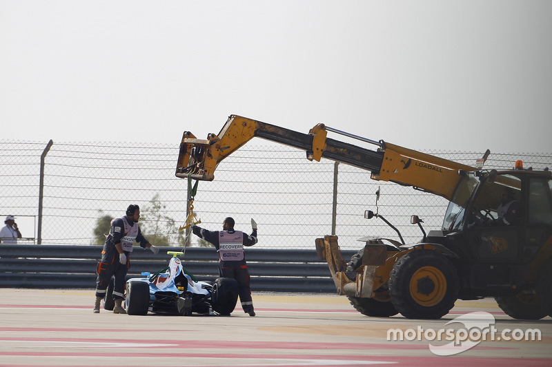 машина для Матео Тушер, Jenzer Motorsport is recovered from the circuit