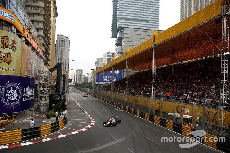 Felix Rosenqvist, Prema Powerteam, Dallara Mercedes-Benz, in Führung