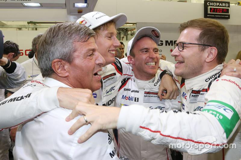Timo Bernhard et Brendon Hartley, Porsche Team, fêtent le titre 2015