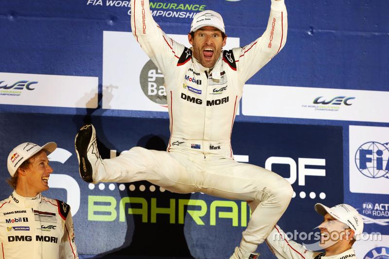 Mark Webber fête le titre 2015 sur le podium