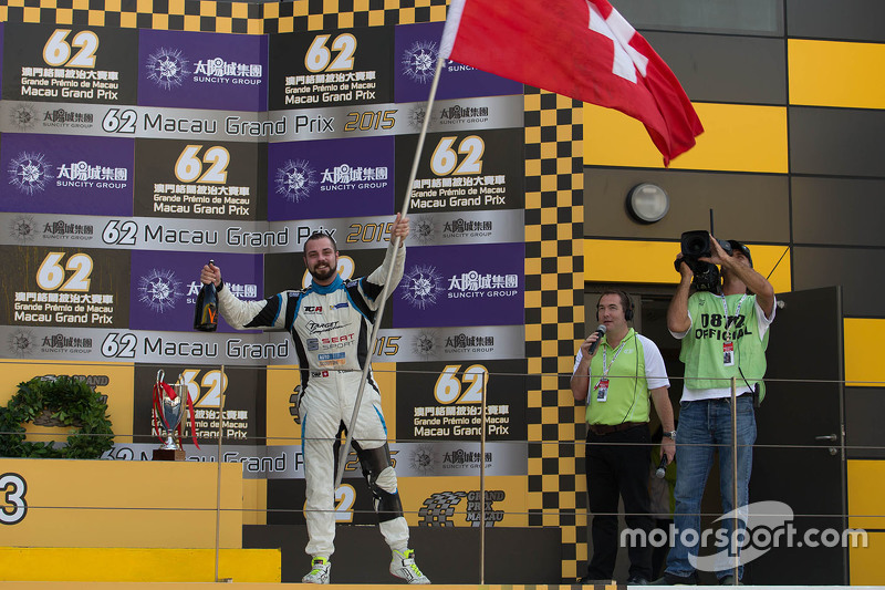 Podium: winner Stefano Comini, SEAT Leon, Target Competition