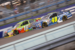Kyle Busch, Joe Gibbs Racing Toyota; Jimmie Johnson, Hendrick Motorsports Chevrolet
