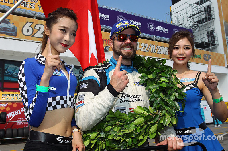 Kazanan ve TCR 2016 Şampiyonu Stefano Comini, SEAT Leon, Target Competition ile grid kızları
