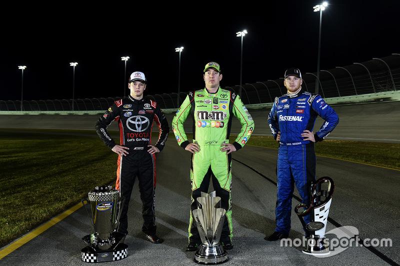 NASCAR Truck Чемпіон серії Ерік Джонс, NASCAR Sprint Cup Чемпіон серії Кайл Буш, NASCAR Xfinity Чемп